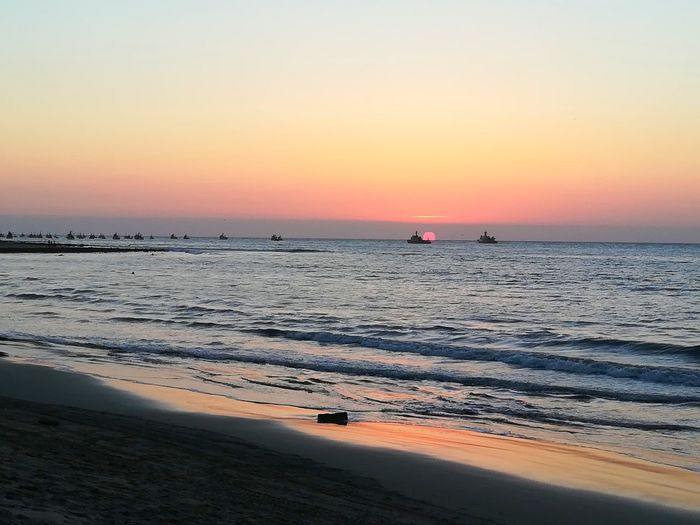 Mancora Mancora♥ Mancora, Peru Mancorabeach Peru Sea Pacific Ocean Latina Landscape Sunset Boat Water Wave Low Tide Swimming Sea Sunset Horizon Beach Sand Dune Beauty