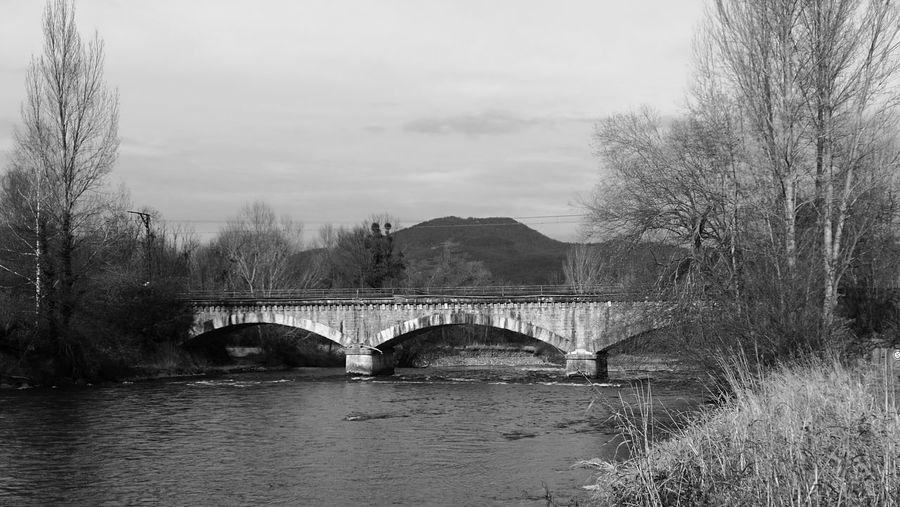 Puente Antiguo De Ferrocarril Los Pirineos Architecture