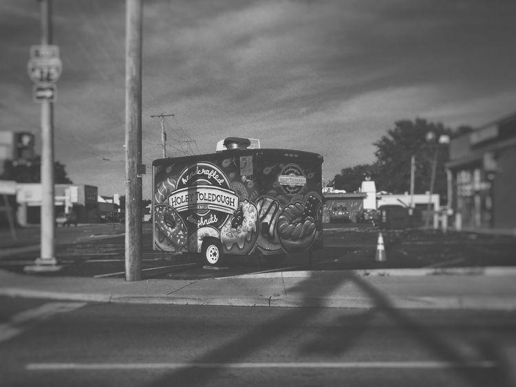 Black And White Black & White Day Blacckandwhite Taking Photos Street Life City Outdoors Toledo, Ohio Donuts! Donuts🍩 Graffiti