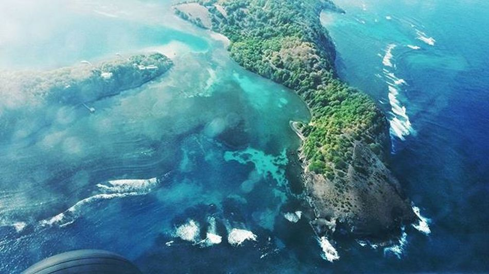 Flying Flying Pilot Pilotlife Cessna152 Cessnaaerobat Cessna Sea Bluewater Island Instaaviation Instaplane Sky Instagramaviation Instagramplanes Martinique AwesomeDay Awesomeview Beach Beautifulplace Nature FuturePilot Sea Beautifulday Paradise