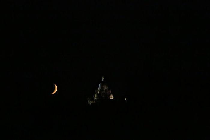 Montmartre Paris Sacre Coeur Illuminated Lune Moon Night No People Nuit Place Of Worship Quartier De Lune
