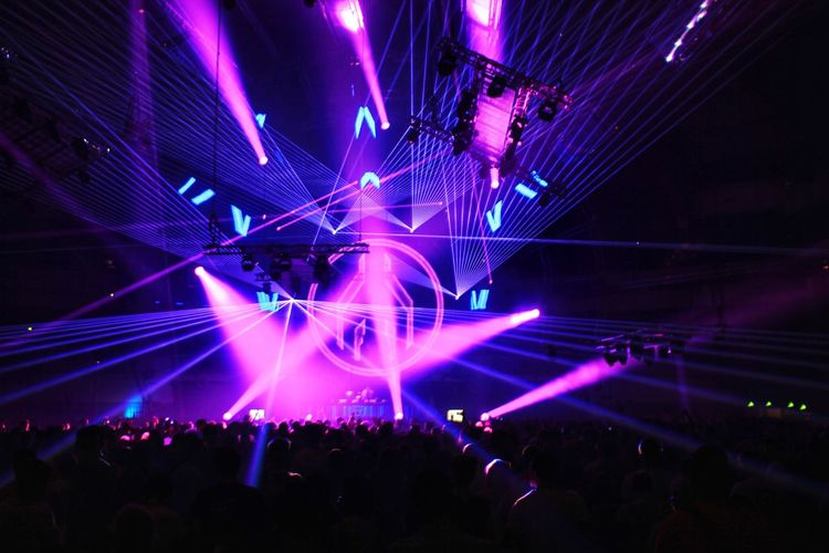 Popular Music Concert Crowd Musician Performance Group Illuminated Nightclub Technology Audience Nightlife Performance Concert Stage Festival Goer Music Concert Live Event Stage Light Music Festival