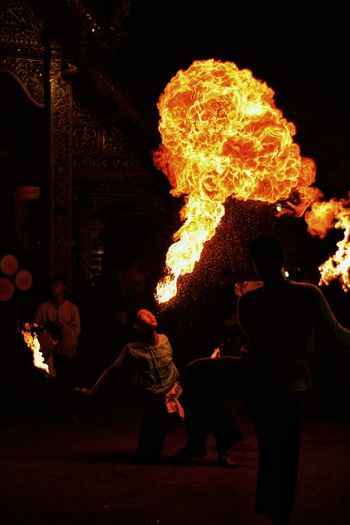Fireball Halloween Men Performance Stunt Astronomy Fan - Enthusiast Illuminated Flame Performing Arts Event Sparkler Wire Wool Entertainment Light Painting