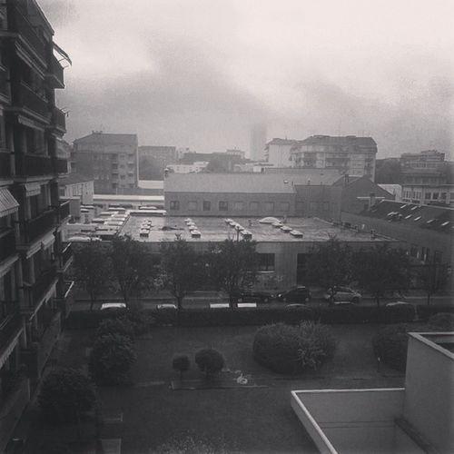 100happydays Day35 Una giornata piovosa in via Rivalta. Rivalta Rain rainy pioggia piovosa blackandwhite biancoenero fog nebbia foschia panorama finestra window like4like followme follow4follow tagsforlikes @tagsforlikes picoftheday vscocam vscofun torino turin italia italy