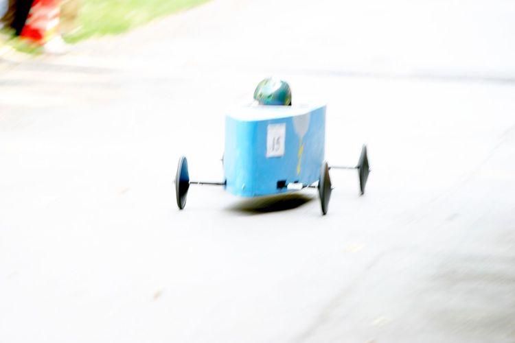 Geschwindigkeit Racecar Day Outdoors Seifenkistenrennen Symbolbild Symbolic  Sieger Rennfahrer Autorennen Kind Kinder Spiel Wettfahrt Holzauto