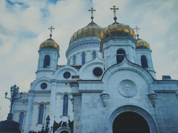 Dome Religion Architecture Place Of Worship Spirituality Façade Day Built Structure Outdoors Sky Travel Destinations Building Exterior No People City Moskow Cathedral Of Christ The Savior