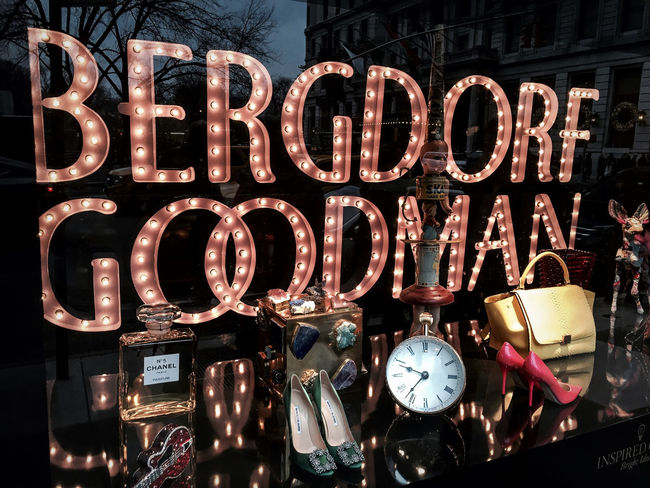 Bergdorf Goodman Christmas In New York Streetphotography Timyoungiphoneography