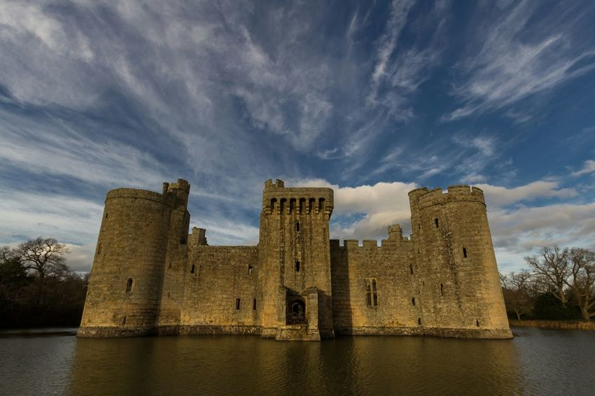 have fun storming the castle // Ways Of Seeing Travel Destinations National Trust 🇬🇧 Castle Sky_collection Cloud - Sky Water Exterior Architecture Bodiam Castle Abandoned First Eyeem Photo Stone Material Fortress The Past Tourist Attraction