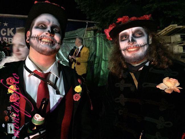 zwei Mitglieder einer Gugge-Musik bei einem Gugge-Event hier. 💕💗 Monique52 Guggenmusik Südschwarzwald Hochrhein WT-Land Geschminkt Fasnacht Colors Of Carnival Band Carnival Time
