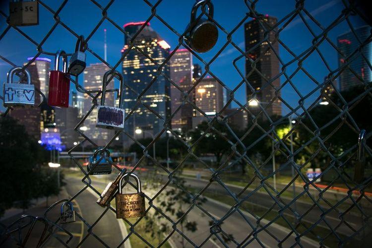 Houston Nights. Beautiful Love Photooftheday Htx Houston Downtown Houston Nightshooters Longexposure Beautiful Woman