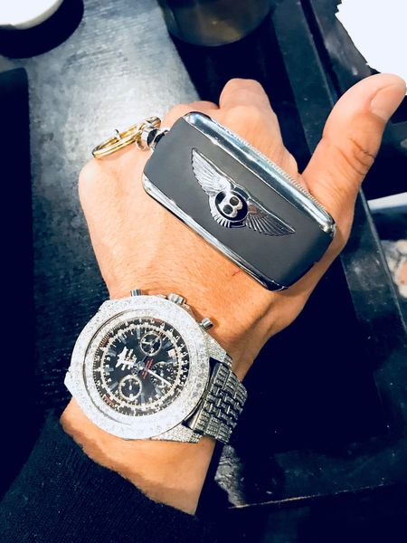 Bentley Key Diamonds Watch Diamonds Blingbling Brietling BRIETLING TEAM Bentley Human Hand Human Body Part One Person Wristwatch Close-up Real People Indoors  Time People