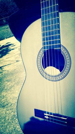 When you are outside enjoying the beauty of the world with the beauty of music. Im back eyeEM Checking In Guitar Music ?