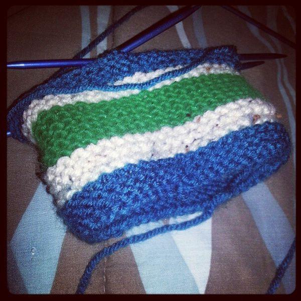 Loving these colors! Knitter Knitting Needles Babyhat dpns yarn