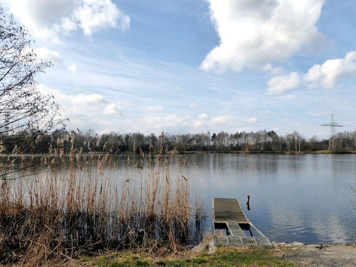 loading my accu there on my way to work today Calming Views Calming Place Surrounded By Nature Beauty On My Doorstep Nature Around My Corner My Lake😍 For My Friends😚 Mit Entenrutsche🙌 Water Lake Reflection Sky Cloud - Sky