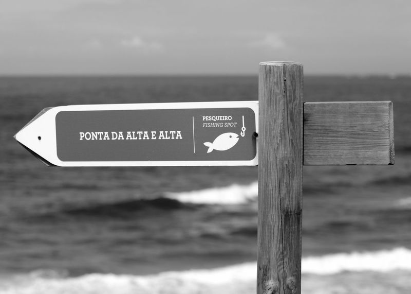 Directional Sign Black & White Beach EyeEm Fishing Area Black And White Blackandwhite Minimalobsession Minimal Blackandwhite Photography Bnw Eye4photography  Minimalism EyeEm Best Shots EyeEm Bnw Sign EyeEmBestPics Seaside Wooden Post Beachphotography EyeEm Gallery Taking Photos Portugal
