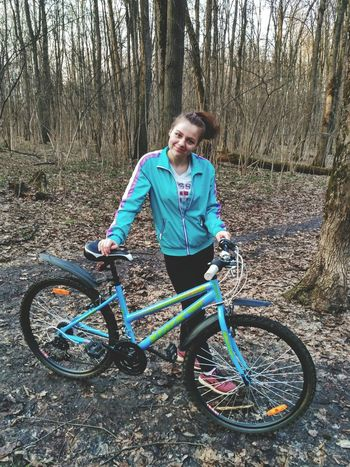 Bicycle Only Women Lifestyles Cycling One Person One Woman Only Mature Adult Blond Hair Looking At Camera Full Length Healthy Lifestyle Adults Only Portrait Leisure Activity Mature Women Adult Outdoors Smiling Sports Clothing Cycling Helmet Looking At Camera Beautiful Woman Happiness Women