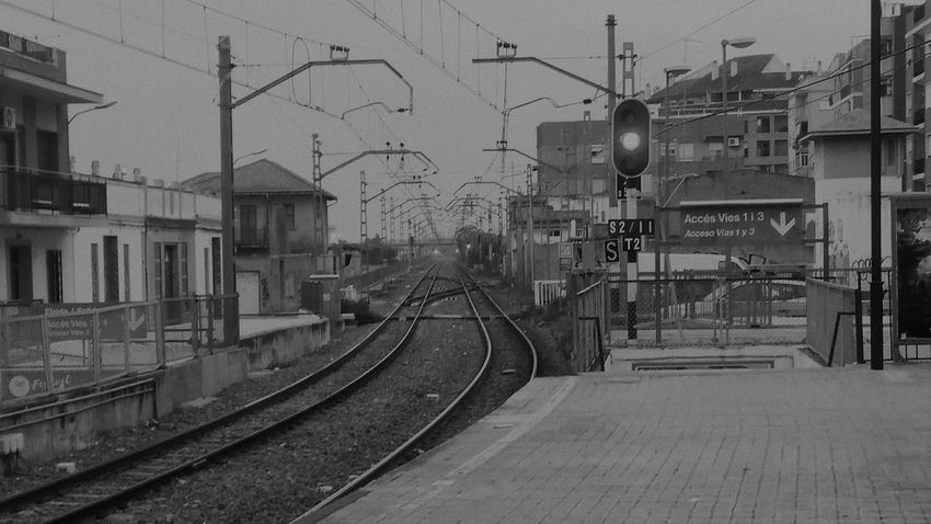 Transportation Railroad Track No People Public Transportation Rail Transportation City Blackandwhite Black And White Black & White Train Station Train Train Tracks Punto De Fuga Day Sky