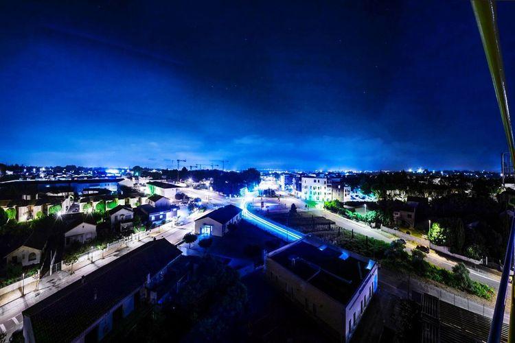 La banlieue qui se rapproche de sa capitale Montpellier St Jean De Vedas Nightphotography Night Nightwalk Night Explorer Exploring Urban Skyline Urban Exploration Night Lights Night Photography Nightlife Nightshot Night View Nightscape Cityscape City Nikon D7100 Crane