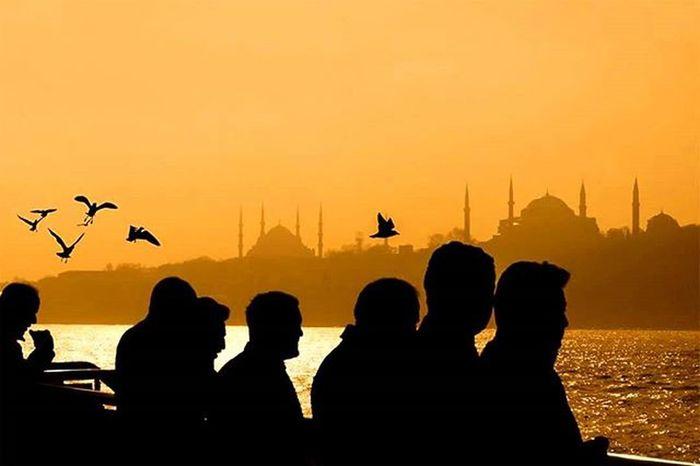 Istanbul Istanbuldayasam Bosphorus People Oan O_an Moments Moment Historical Mosque Sultanahmet Ayasofya Sunset Sunsetlovers Siluet Followme Followtofollow Hayatbirandanibarettir Sea
