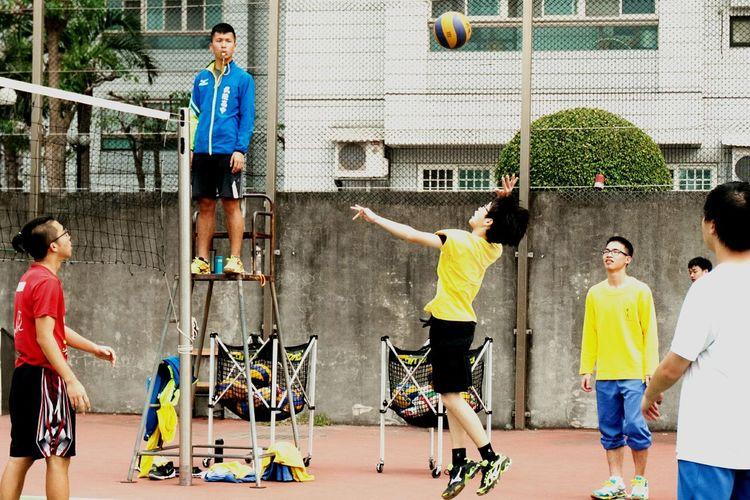 以支持熱音好朋友的名義,實際上是個小迷妹😍Sport Sports Photography Volleyball School Life  Young Excercise Excercise Time People Photography Athlete Jump