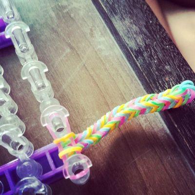 My loom bracelet on the making. Thanks @roujenshiamae! ??