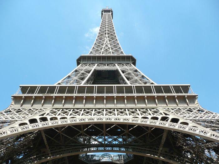 Tour Eiffel Symetric Steel Tourist Destination Tourist Attraction  Tourism Ground Level View Up And Down Escape Point Architecture Paris Eiffelturm Eiffel Tower EyeEm EyeEmNewHere My Best Travel Photo EyeEmNewHere