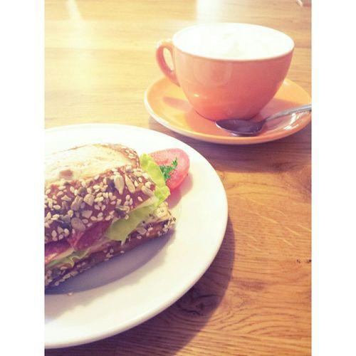 Belegtes Belegte Brötchen Salami Käse Kaffee Hassetomaten Salat Praktikum Praktica Pause