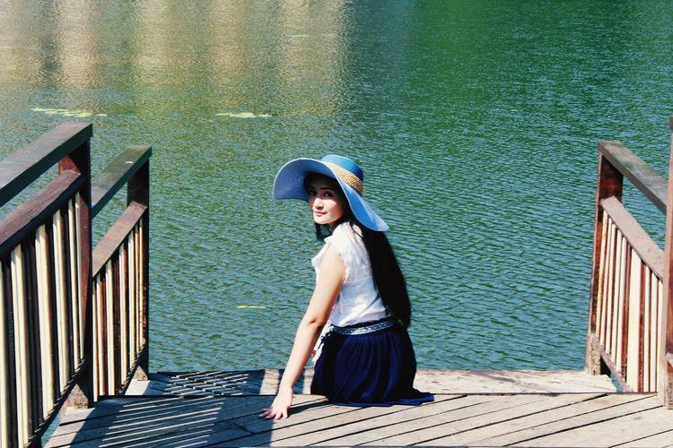 Looking to the camera Straw Hat Suntan Lotion Sombrero Hat Posing Sun Hat Fedora  Sunbathing