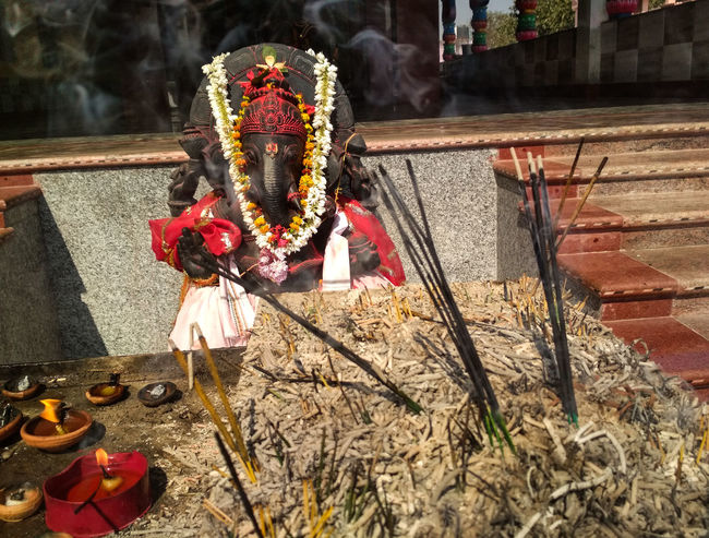 Incense Smoke Lord Ganesha Incense Sticks India Temple Religious  Religious Place Oil Lamp Diya - Oil Lamp Diya Incense Pot Ash Hinduism God Belief Idol Of Ganesha Idol Of God Day Sunlight Outdoors No People