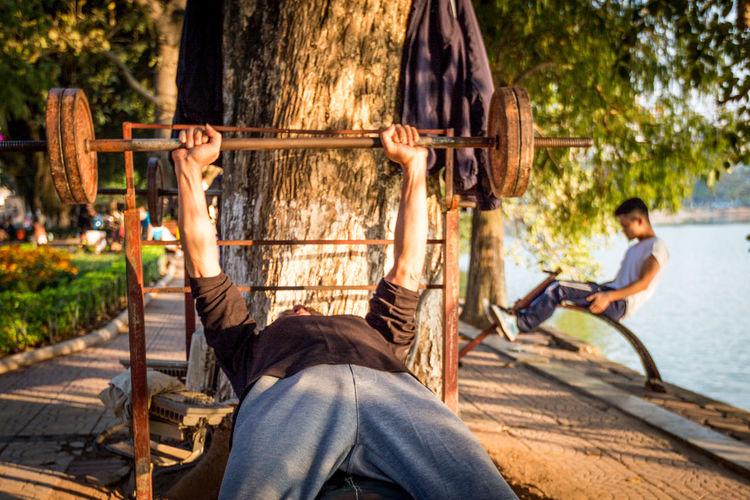 Les caïds - Séance de musculation au bord du Lac Hoan Kiem (Hanoi, VN, 2016) Bodybuilding Hanging Jungle Gym Males  Outdoors Park People Sport