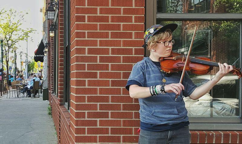 Violinist Street Photography Urban Sidewalk Instrument Cafe Performer