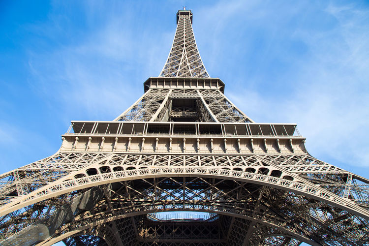 Eiffel en contrapicado Arch Architectural Feature Architecture Building Exterior Built Structure City History Low Angle View Metal Sky Tall - High The Past Tourism Tower Travel Travel Destinations