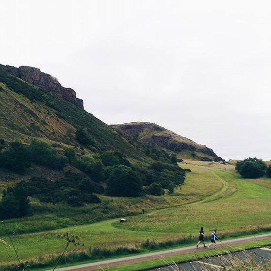 Trowbackthursday TBT  to Edimburgh and Arthur's seat. IgersEdinburgh Igersscot IgersScotland Insta_Scotland Instascotland Vscocam VSCO Vscotland VisitScotland Explorescotland Instagood Latergram Ig_Scotland