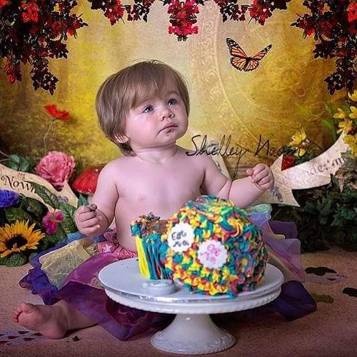 Gorgeous Kaylee at her Alice in wonderland themed cake smash. Cakesmash Cakesmashportsmouth Portsmouthphotographer Childphotography familyphotographer cakesmashphotography aliceinwonderland shelleynaomiphotography