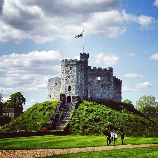 Cardiff castle fort Hanging Out Check This Out Taking Photos Cloudporn Skyporn Castle Castle Walls Castle Fort Castles Historic Historical Building Historical Beautiful Castle Old Buildings Fort Cardiff 2016 Cardiff Castle Cardiff <3 Cardiff City CardiffCastle