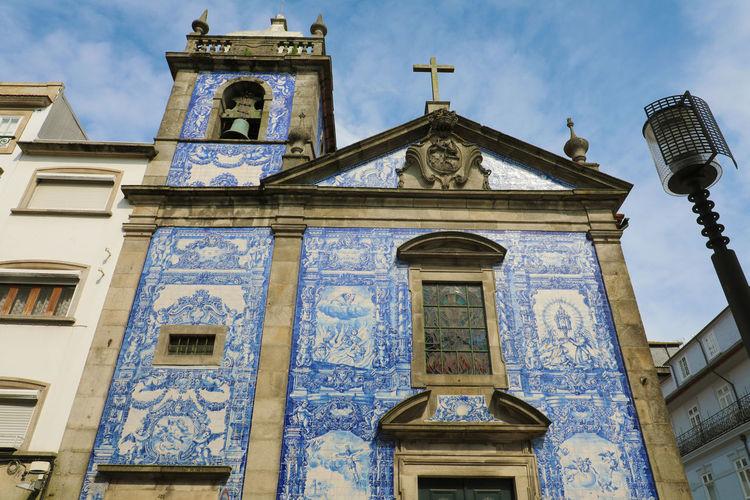 Azulejos blue tiles on church in Porto Azulejos Porto Portugal Church Porto Porto Portugal 🇵🇹 Architecture Azulejo Azulejos Azulejosportugueses Blue Tiles Religion Tiles