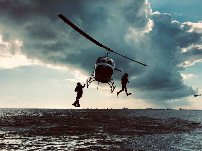 Deploy Rescue Diver Boat Races Helicopter Sky Cloud - Sky Water Sea Nature Horizon Over Water Horizon Mid-air People