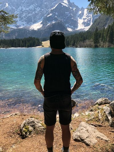 Oh brother mine Chillax Mountain Colors Brother Weekend Lake Siblings Italy Laghidifusine Water Real People Leisure Activity One Person Rear View Lifestyles Standing This Is Family