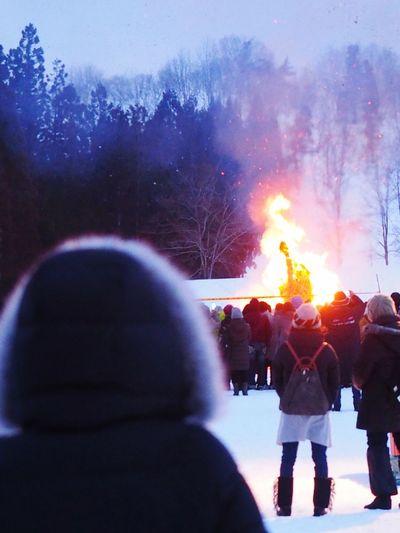 ギャラリーに冬が戻って来た🤣 ❄︎ Real People Leisure Activity Large Group Of People Rear View Enjoyment Winter Lifestyles Outdoors Night Cold Temperature Warm Clothing Crowd