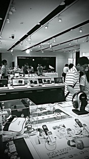 Electronics  Cool Stuff Black & White Shopping