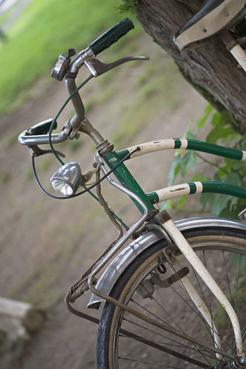 Vintage Bycicle Fahrrad Bycicle Bicycle Transportation Mode Of Transport Land Vehicle Stationary Day Wheel Outdoors No People Focus On Foreground Spoke Close-up Bicycle Rack Retro Styled Altes Fahrrad Retro Green Color Offenblende Detail Vintage