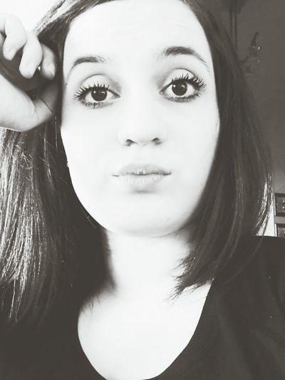 Eyes Black & White Lip Hi!
