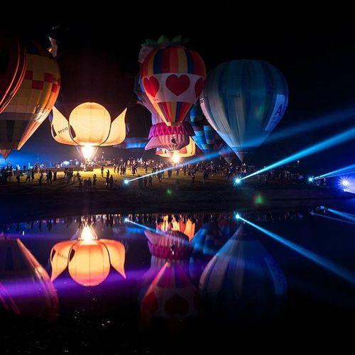 Balloon magic night glow Lumixgx8 Balloonfiesta  Ballon Singhaparkchiangrai Thailand Thetrippacker Thaitraveling Reviewthailand Reviewchiangrai Loves_siam Chianghaijudpai Singhapark