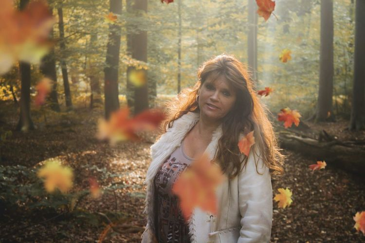 Lovely Cute Flowers Nature Photography Forest Autumn Fall Fall Beauty Autumn colors Autumn Leaves Orange October Photoshoot Mom Glow EyeEm Selects Warm Clothing Young Women Tree City Cold Temperature Women Winter Beauty Smiling Portrait Boho Autumn Collection Autumn Mood My Best Photo