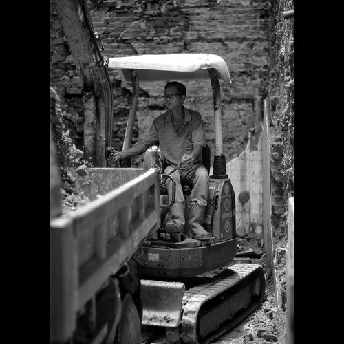 Protect our cultural heritage Excavator Demolition Building Photojournalist Black And White Photography EyeEm Best Shots EyeEm Selects Blackandwhitephotography Black And White The Portraitist - 2017 EyeEm Awards 50mm The Street Photographer - 2017 EyeEm Awards The Photojournalist - 2017 EyeEm Awards Street Photography