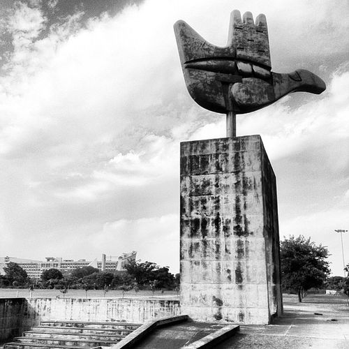 The open hand: a classical symbol that Le Corbusier used a lot. This is the largest one in the world, and the symbol of Chandigarh.