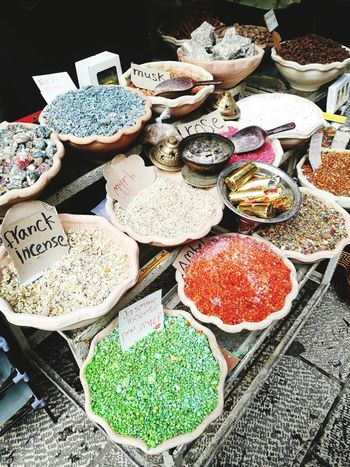 Souk Spice Spices Spice Market Spices Of The World Bazaar Middle East Oriental Orient Oriental Food  Oriental Colours Price Tag Market Choice Variation Retail  High Angle View Communication For Sale Text Market Stall Non-western Script Assortment Healthy Food Variety Display Nutrition Grain