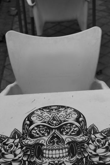 Table Close-up No People Day Skull Skulls Street Photography Streetphotography Black And White Blackandwhite Check This Out Taking Photos Hanging Out Hello World Enjoying Life Outdoors Restaurant Tattoo Style Paint Painting