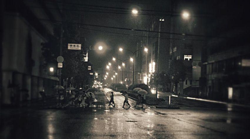 Night Walker Rainy Days : Streetphoto_bw Nightphotography Monochrome Waiting In The Car Kozen machi Nagasaki City / LUMIX L10K set 16:9 Crop How's The Weather Today?