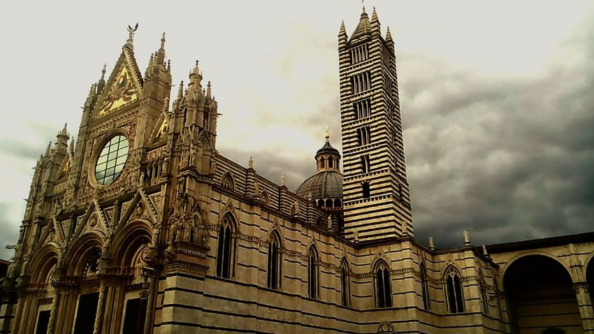 Doumo ,old Travel Destinations Architecture Tourism Travel Tower Buildings Architecture Built Structure History Clock Tower Cultures City Mobilephotography Siena..❤ Outdoors Capture Berlin Siena Tuscany Sohan Cloud And Sky Cloudy Day Mobile Photography Travel Photography The Architect - 2017 EyeEm Awards Moving Around Rome